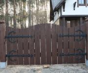 brama wjazdowa drewniana na okuciach kowalskich