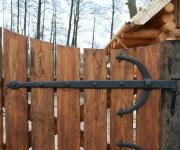brama wjazdowa na okuciach kowalskich z rzeźbieniem 3