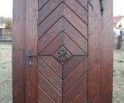 drzwi rustykalne w jodełkę z rozetą