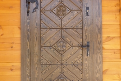 drzwi zewnętrzne z rozetami