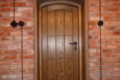 drewniane drzwi do piwniczki
