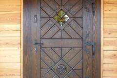 masywne drzwi sosnowe rzeźbione
