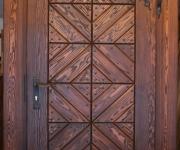 postarzane drzwi zewnętrzne w stylu ludowym