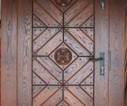dębowe drzwi postarzane z rozetami
